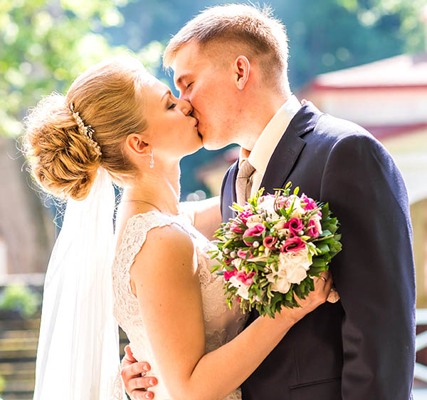 Lakeside Weddings and Events Small Las Vegas Wedding Venue Packages for Bride and Groom