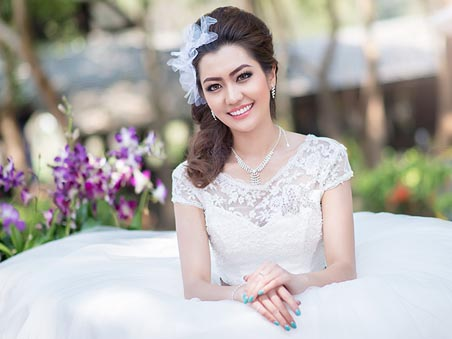 Best Las Vegas Wedding Hairstyles for Ceremony Packages Near the Vegas Strip